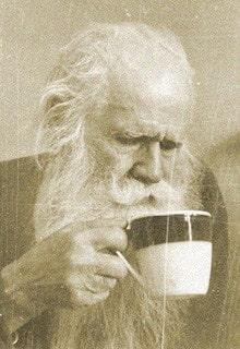 дед пьет чай