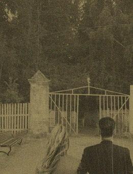 двое у ворот кладбища
