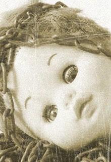 голова куклы с цепью