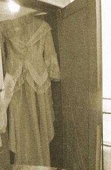 платье в шкафу