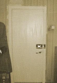 дверь с задвижкой