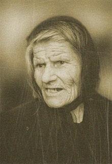 недовольная бабуля