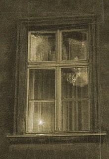 свеча горит в окне