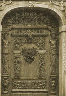 дверь с узорами