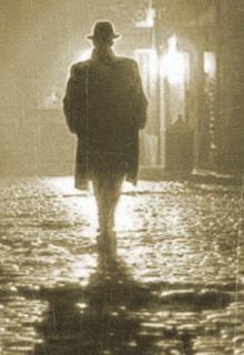 мужчина в пальто и шляпе