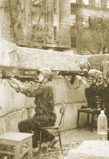 солдаты в укреплении
