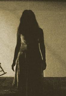 темный силуэт девушки