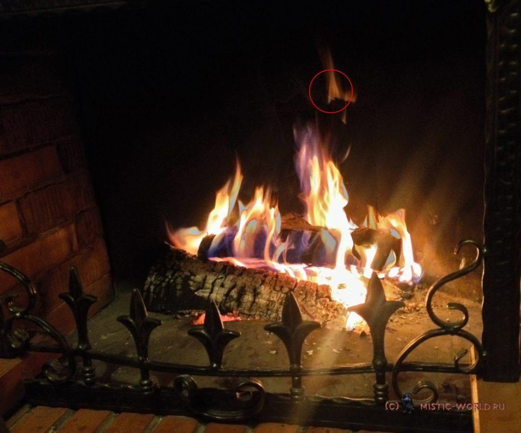 горящий камин