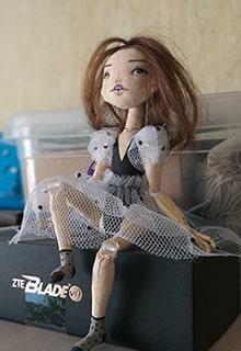 кукла в доме