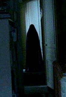 покойник в темном коридоре