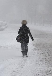 женщина на зимней улице