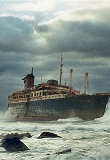 корабль-призрак в море