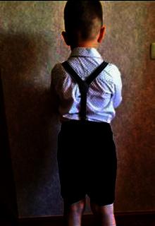 мальчик в шортах